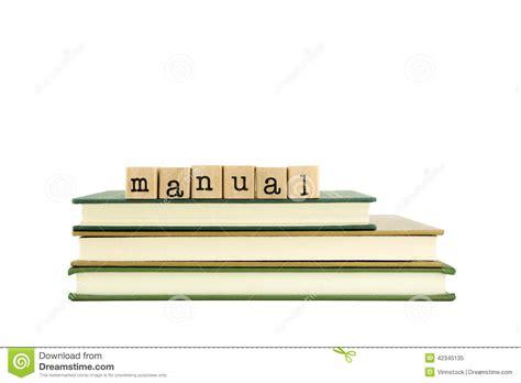 libro manual de fotografa de palabra manual en sellos y libros de madera foto de archivo imagen 42345135