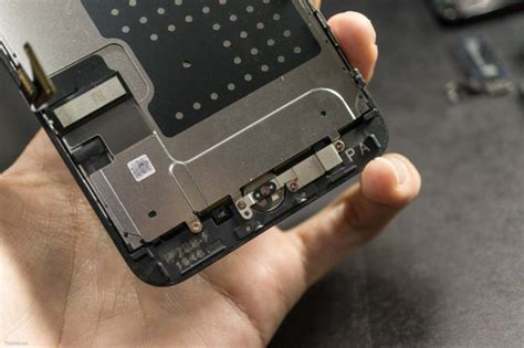 iphone   teardown reveals smaller battery capacity