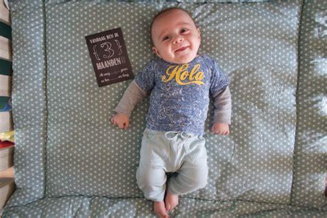speelgoed baby 3 maanden baby milo 3 maanden oud meisje eigenwijsje
