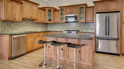 j k kitchen cabinets need cabinets shop j k cinnamon maple glaze cabinets