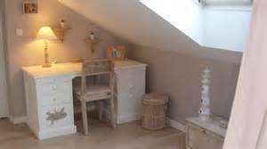 Charmant Deco Chambre Enfant Fille #7: couleurs-pastelles-pour-cette-elegante-chambre-de-fille_4576962.jpg