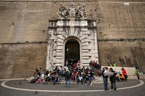 musei vaticani ingresso roma in manette 3 borseggiatrici ai musei vaticani roma