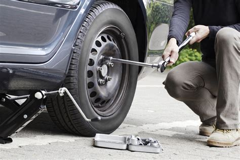 How to Change a Tire in 10 Easy Steps   Car World Chat