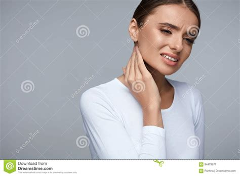 pictures of a woman s neck and jaw line woman in pain beautiful girl feeling toothache jaw neck