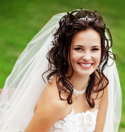 wedding hairstyles curly hair veil wedding hairstyles for curly hair with veil hair