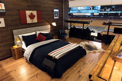 airbnb canada airbnb teams up with toronto maple leafs and toronto