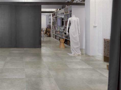 pavimenti effetto cemento pavimento in gres porcellanato effetto cemento graffiti