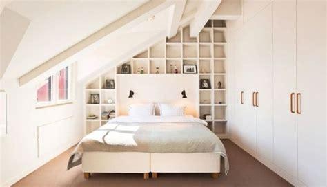 schlafzimmer kleiner raum schlafzimmer dachschr 228 ge kleiner raum wei 223 regalwand