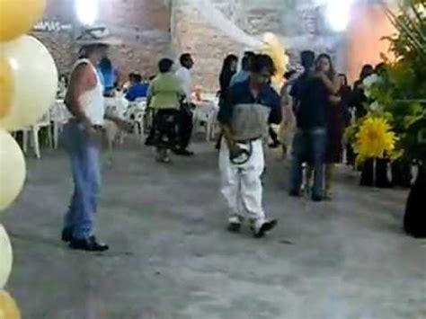 imagenes chistosas bailando el video m 225 s chistoso de borrachos bailando un rayo de