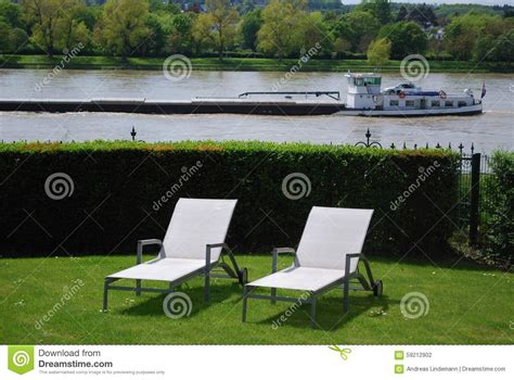 Direct Gardening by Sunlounger In A Garden Direct At The River Stock Photo