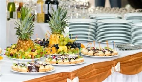 Buffet Table Setting Tips Setting Up The Room Setting Buffet Table Ideas