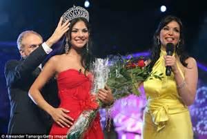 nuestra belleza latina sabado gigante model tv episode alejandra espinoza is unveiled as the new face of revlon