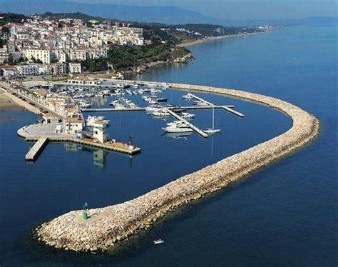 porto di rodi garganico vista porto turistico di rodi garganico foto di