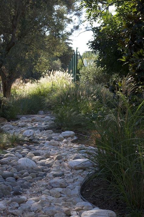 Riviere Seche Jardin by Rivi 232 Re S 232 Che En Galet Et Gramin 233 Es Ambiance Jardins