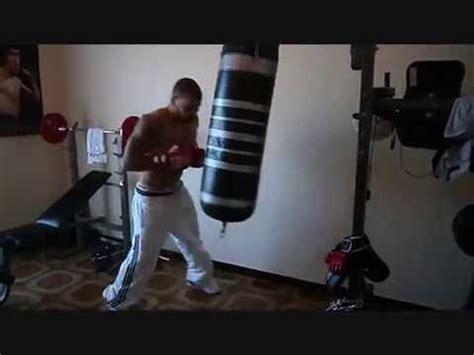 allenamento boxe a casa allenamento boxe pugilato il sacco fa bene