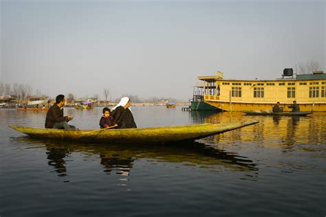 kashmir house boats home sweet houseboat many wouldn t trade kashmiri