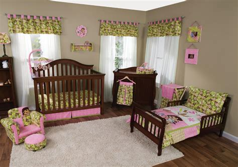 nickelodeon dora the explorer toddler bedding set trend lab nickelodeon dora the explorer exploring the