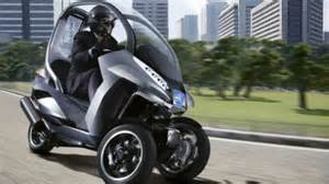 peugeot s 3 wheel hybrid scooter concept puts a roof