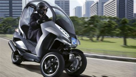 Bmw Motorrad Mit Dach by Peugeot S 3 Wheel Hybrid Scooter Concept Puts A Roof