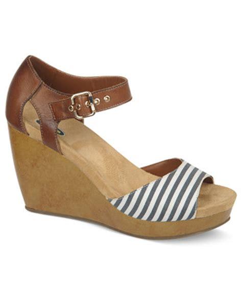 dr scholls wedge sandals dr scholl s milestone platform wedge sandals shoes macy s