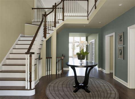 Flur Mit Treppe by 62 Ideen F 252 R Farbgestaltung Im Flur Und Eingangsbereich