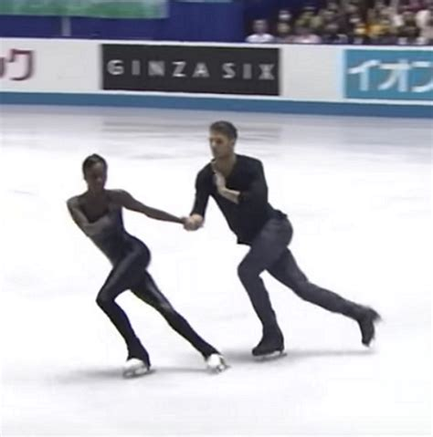 ice skateing duos figure skating duo floors fans with stunning routine
