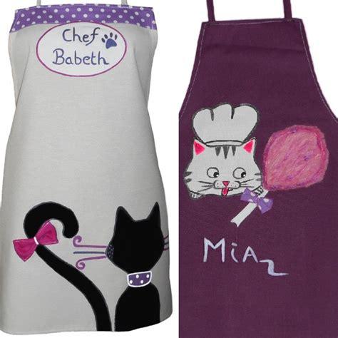 tablier cuisine fille tabliers cuisine personnalis 233 s m 232 re et fille sur le th 232 me du chat cadeau f 234 te des m 232 res