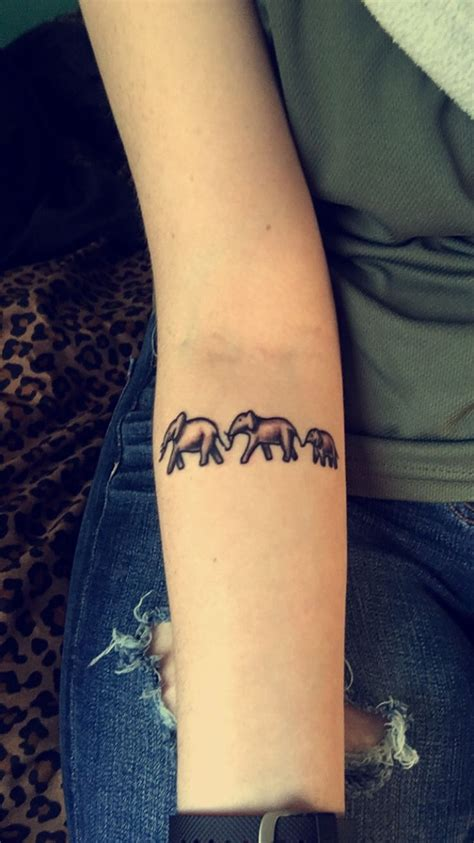 small elephant tattoo ideas best 25 small elephant tattoos ideas on small