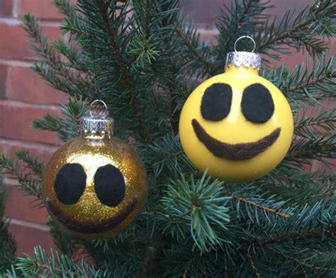 dltk christmas decoration smiley emoij ornament