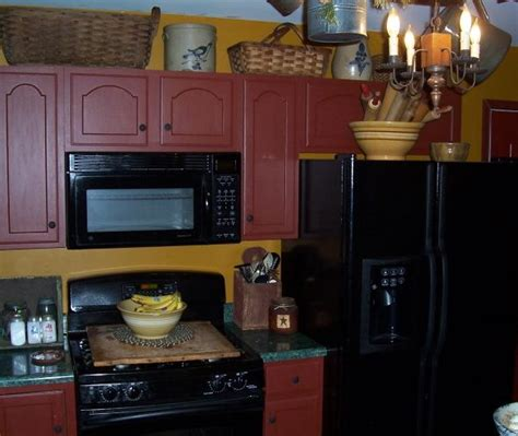 contractor grade kitchen cabinets 1000 ideas about primitive kitchen cabinets on