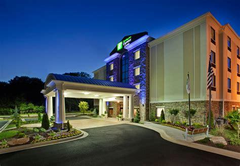 inn atlanta inn express suites atlanta n perimeter mall area