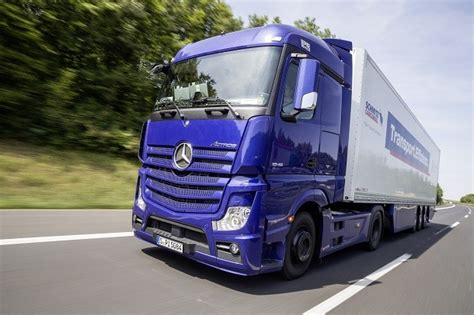 Taniya Nevada mercedes lance une nouvelle version de camions et
