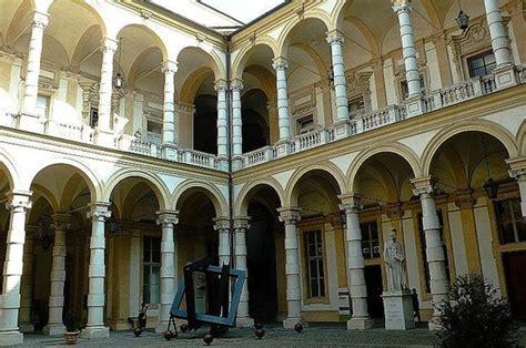 ufficio elettorale torino palazzo dell universita torino ltalia colonnati foto
