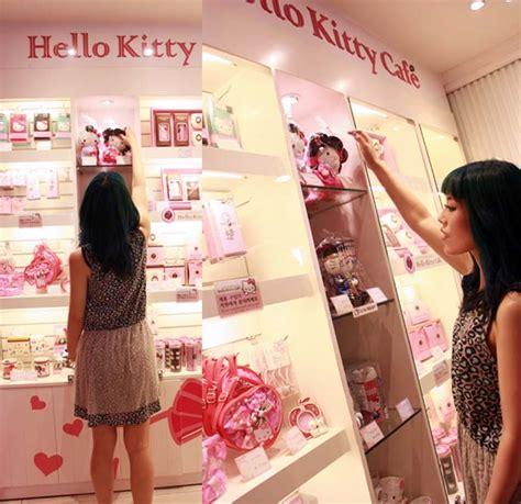 kpop theme shop hello kitty cafe in seoul korea sanrio theme cafe gift