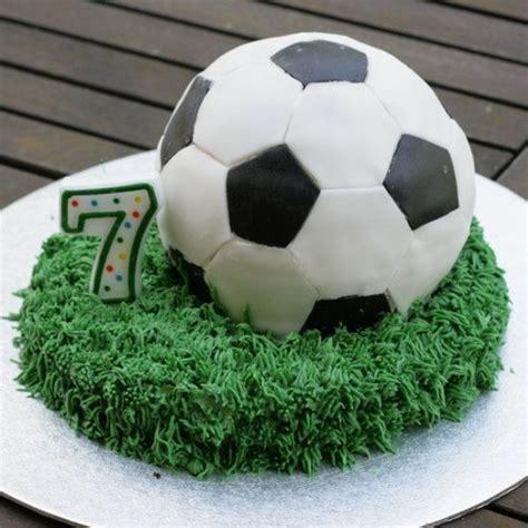 Real Madrid Year Raglan 25 best sport cakes ideas on birthday cake