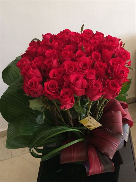 imagenes de arreglos de rosas hermosas en escritorio de oficina las 25 mejores ideas sobre arreglos de rosas en pinterest