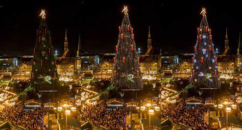 k nstlicher weihnachtsbaum hellweg dortmunder weihnachtsbaum wer hat das licht angemacht