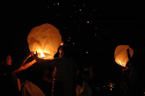 lanterne giapponesi volanti brutto tempo rinviati fuochi pirotecnici e notte delle