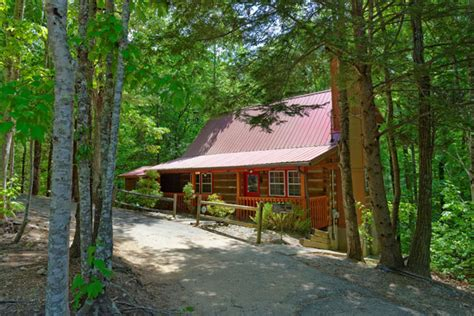 3 bedroom cabins in pigeon forge whispering wind country oaks 816 luxury chalet in