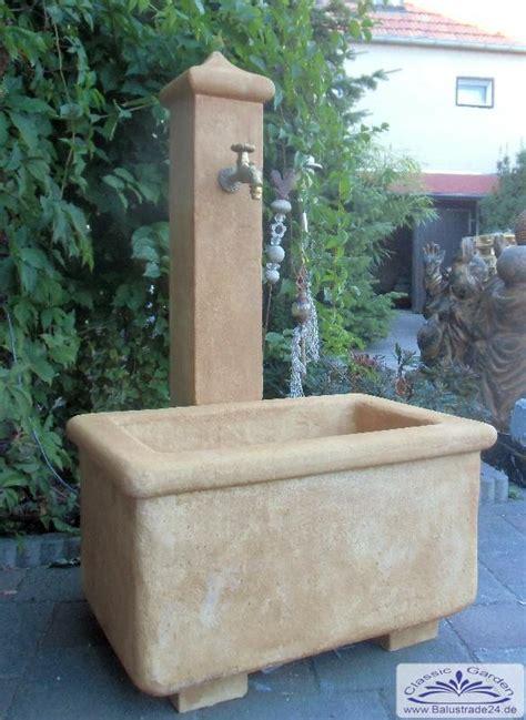 Wasserzapfstelle Garten by Sch 246 Pfbrunnen Als Wasserzapfstelle Im Garten Und Hof Gartenfiguren Styroporstuck