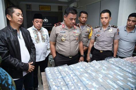 Stiker Keluarga Besar Polda Kalimantan Timur ini alasan brigadir jumadi rok uang bank rp 10 miliar 187 timlo net