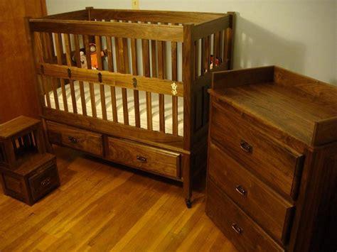 Crib Shaker by Walnut Shaker Crib And Nursery Set Finewoodworking