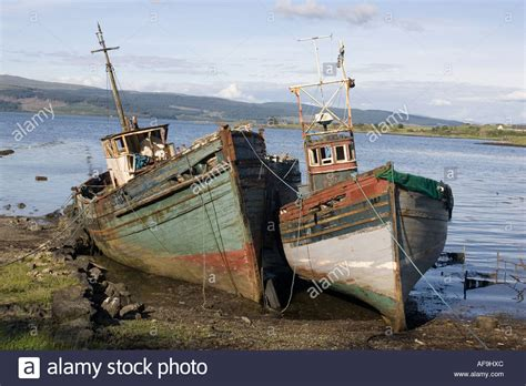 pictures of old boats old fishing boats rotting on beach isle of mull scotland