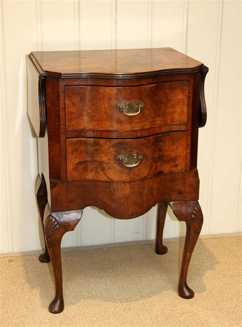 walnut drop leaf table small walnut drop leaf table antiques atlas