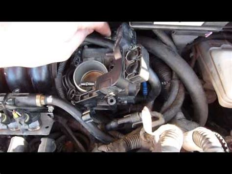 remove from a the throttle body of a 1999 lincoln navigator to change plugs how to remove a throttle body of a fiat linea 1 4 liters gas lpg youtube