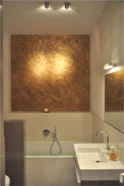 gold badezimmer bad badezimmer mit gold 252 ber der badewanne modern
