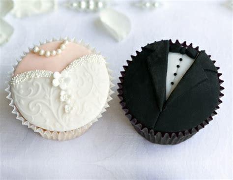 Braut Und Br Utigam by Hochzeits Cupcakes Wundersch 246 Ne Beispiele Archzine Net