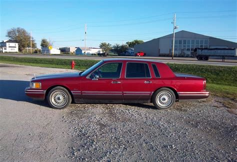 curbside classic  lincoln town car   luxury car