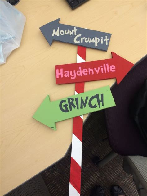diy whoville arrow direction sign    work