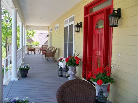 the comforts of home before and after outside paint reveal